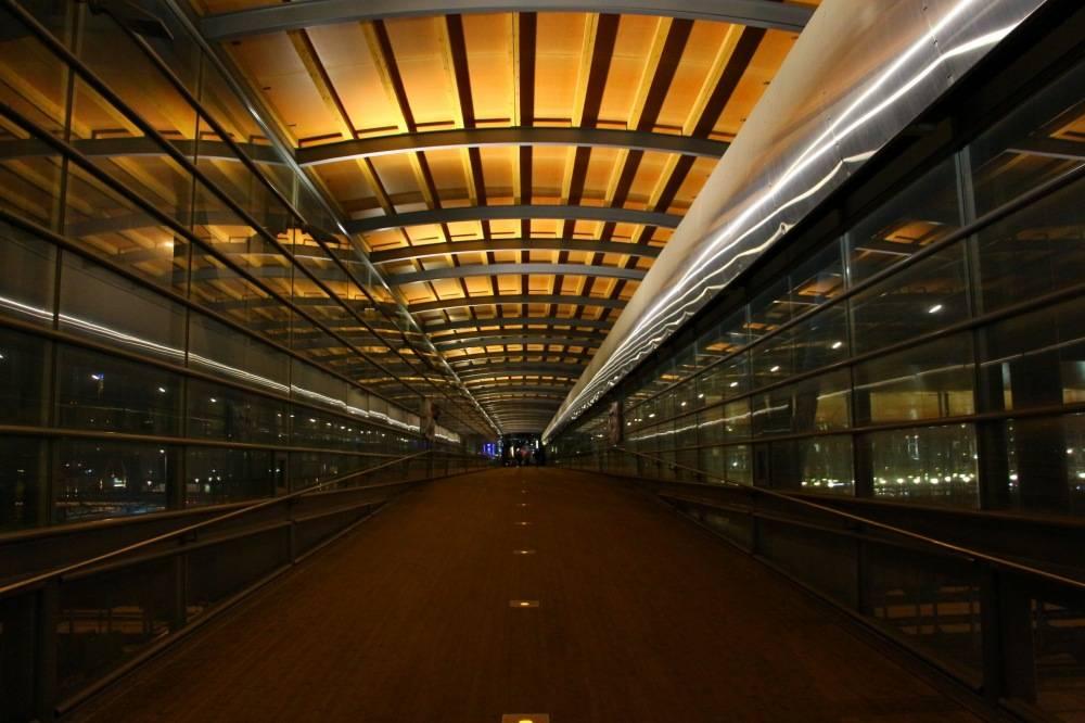 ユヴァスキュラ駅から鉄道を跨ぐ歩道橋