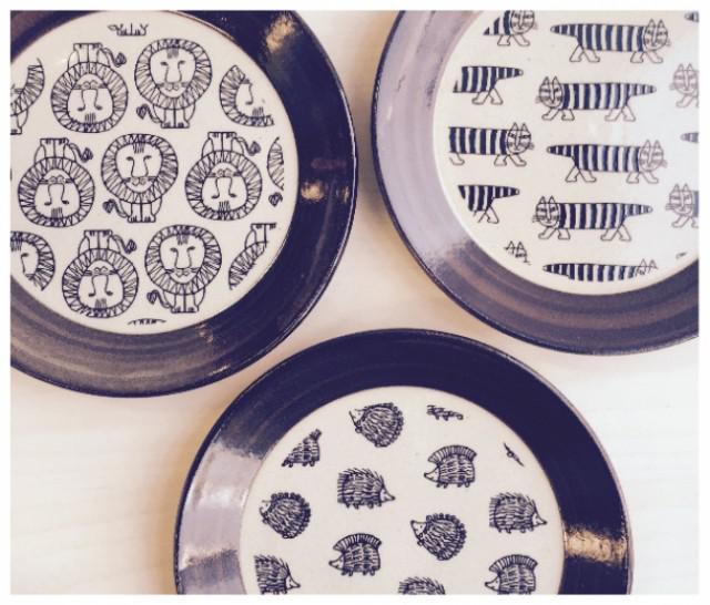 【新作】益子の皿(マイキー、ライオン、ハリネズミ)各2,400円(税別)