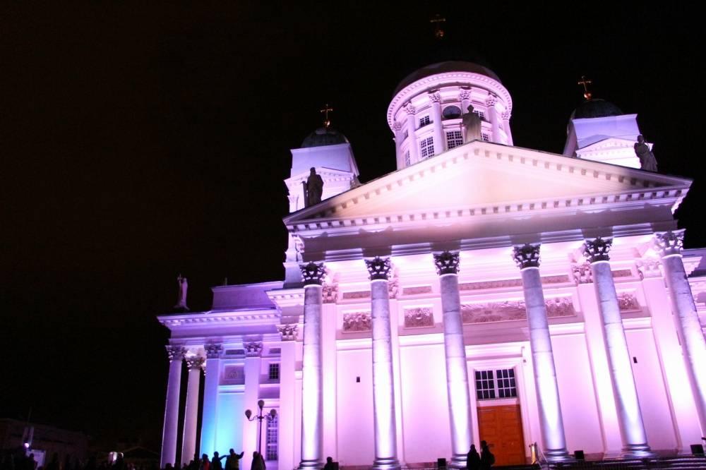 夜のヘルシンキ大聖堂の正面(LUXイベント)
