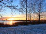 ヘルシンキMunkkiniemiの海辺からエスポーのOtaniemiへの眺め