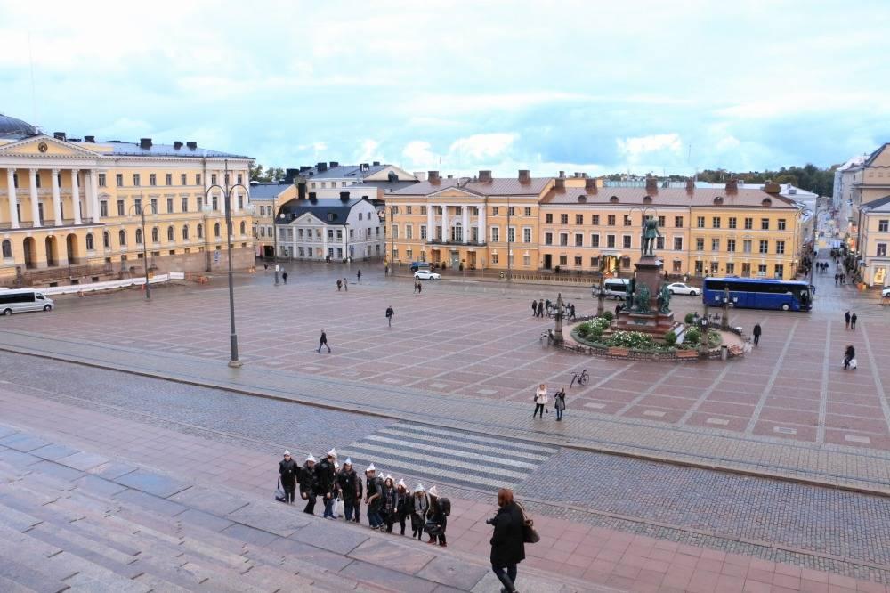 ヘルシンキ大聖堂から見る元老院広場