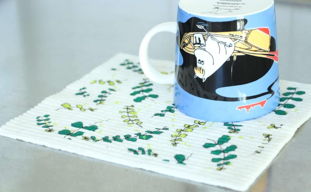 スポンジワイプTrue Colours Design VIRNA・グリーンとマグカップ