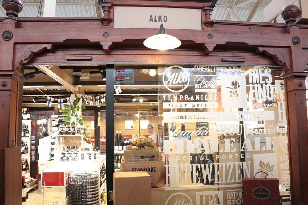 オールドマーケットホール内の酒類専門店ALKO