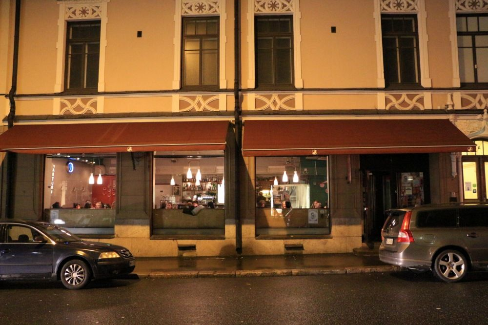 ヘルシンキのレストランCafe Bar No. 9正面外観