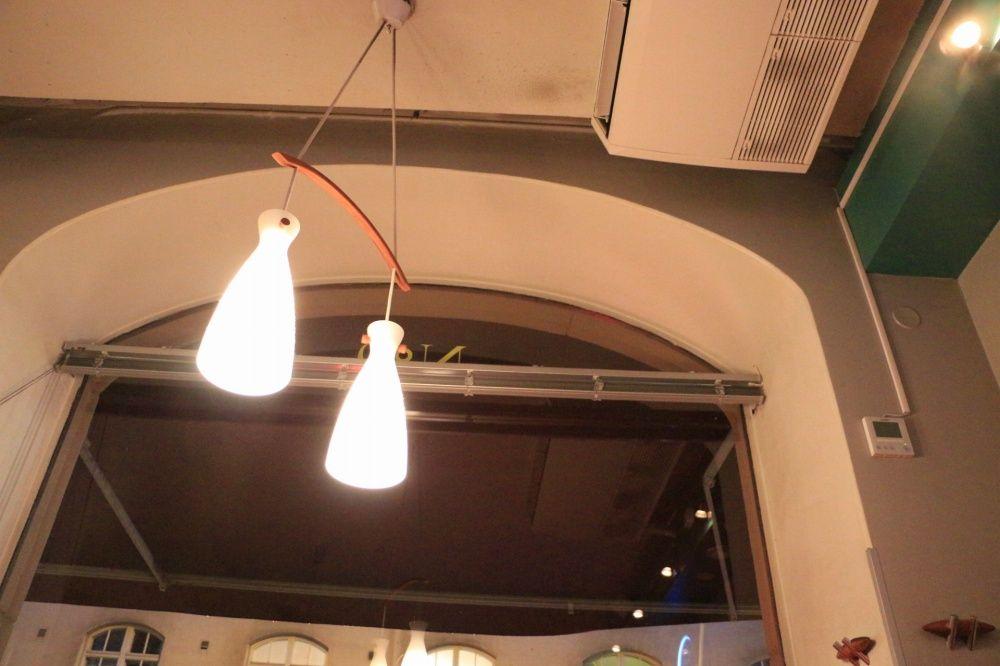 ヘルシンキのレストランCafe Bar No. 9のライトインテリア