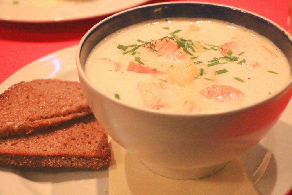 ヘルシンキのレストランCafe Bar No. 9のサーモンスープ