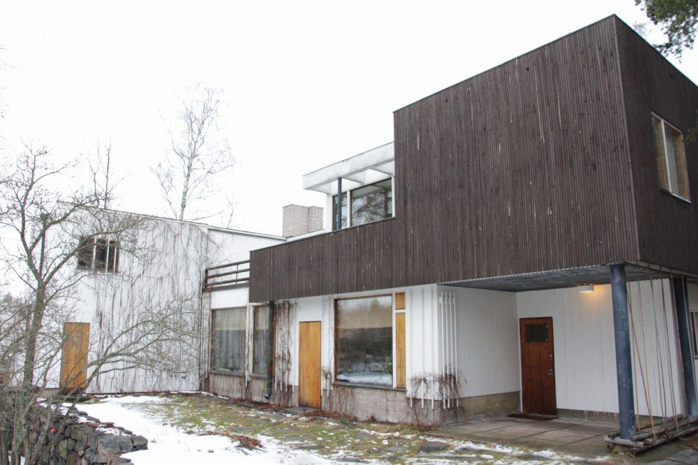 アルヴァ・アールト自宅の庭から見る自邸の全貌