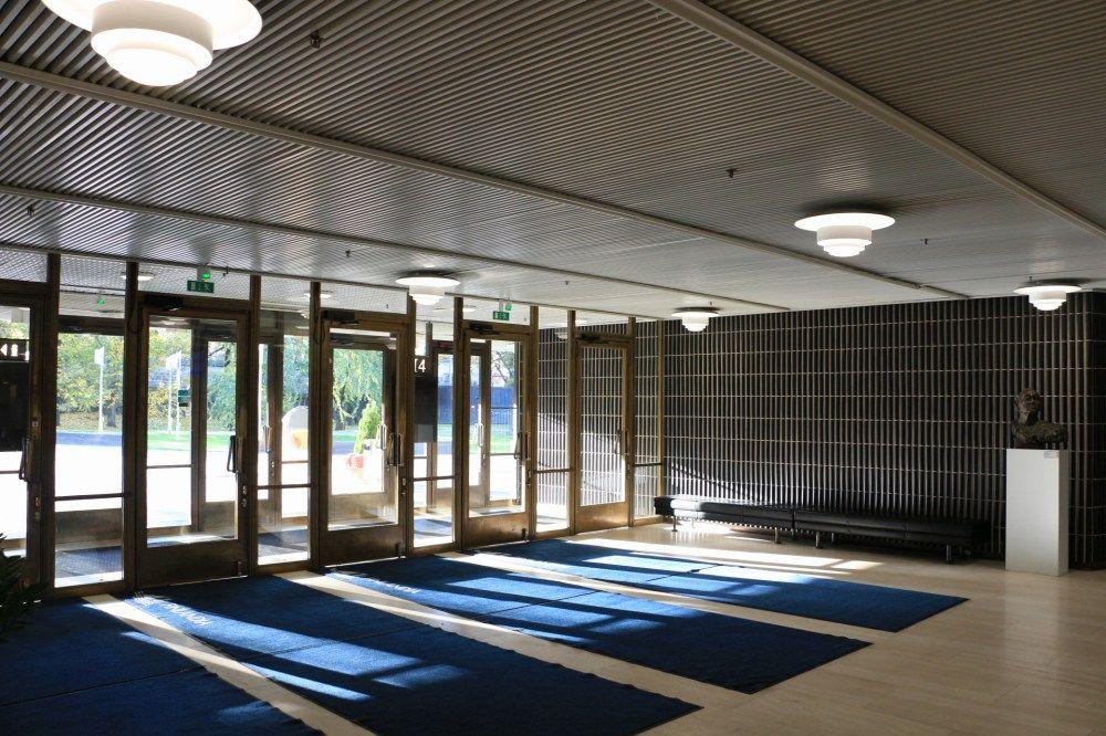 フィンランディアホールの入り口と玄関