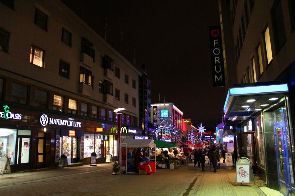 夜のユヴァスキュラ市中心