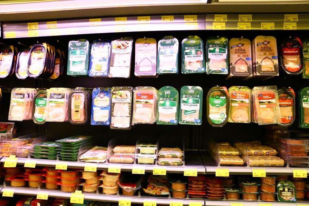 酪農が発達するフィンランドのスーパーにハムの種類が多い