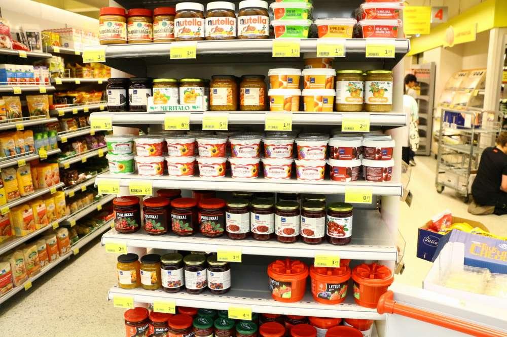 フィンランドのスーパーのジャムコーナー