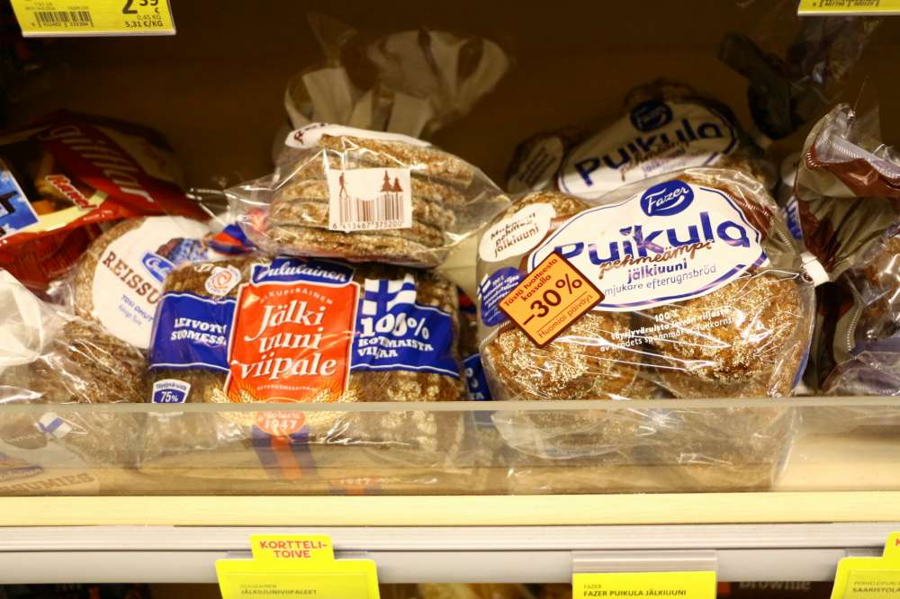 フィンランドのスーパーの食パンコーナー