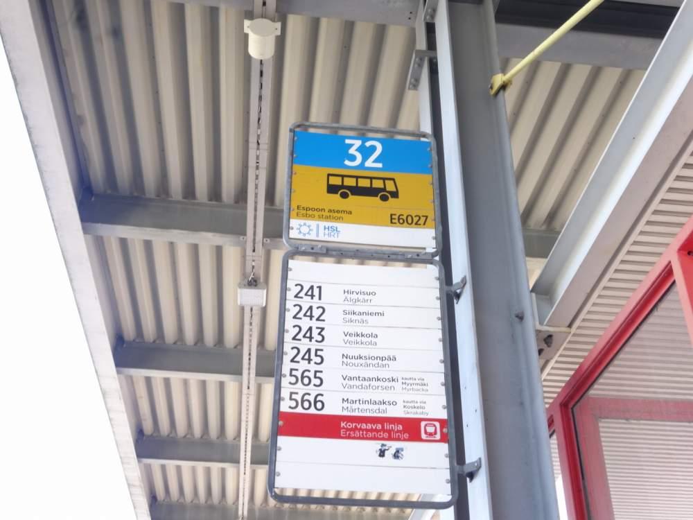 エスポー駅にあるヌークシオ国立公園行きのバス停