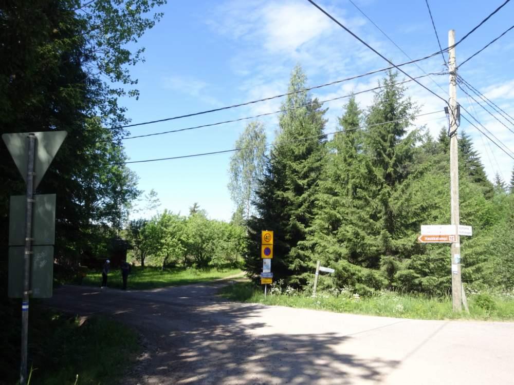 バス停からヌークシオ国立公園への道