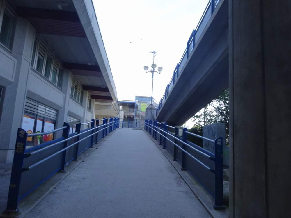 エスポーケスクスの歩道橋