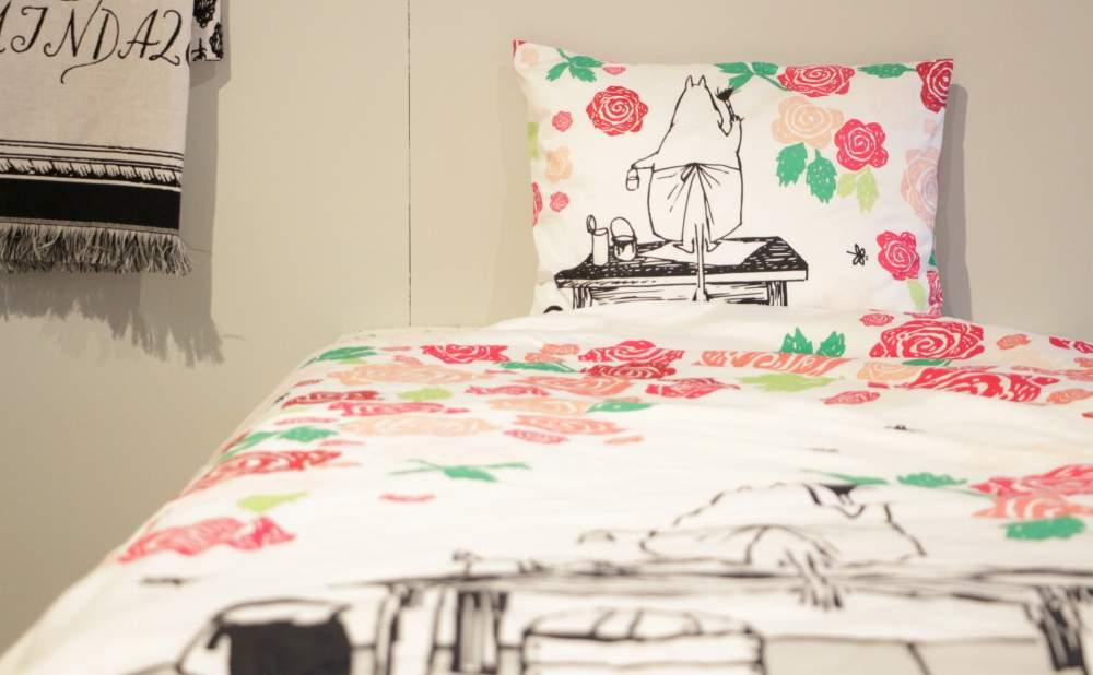 フィンレイソン掛け布団枕カバーセットムーミンママとローズガーデン2017の正面から見る全体画像