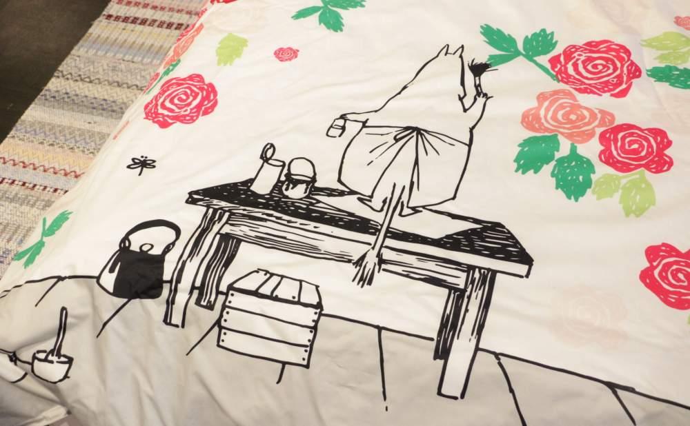 フィンレイソン掛け布団枕カバーセットムーミンママとローズガーデン2017のムーミンママ細部画像そのに