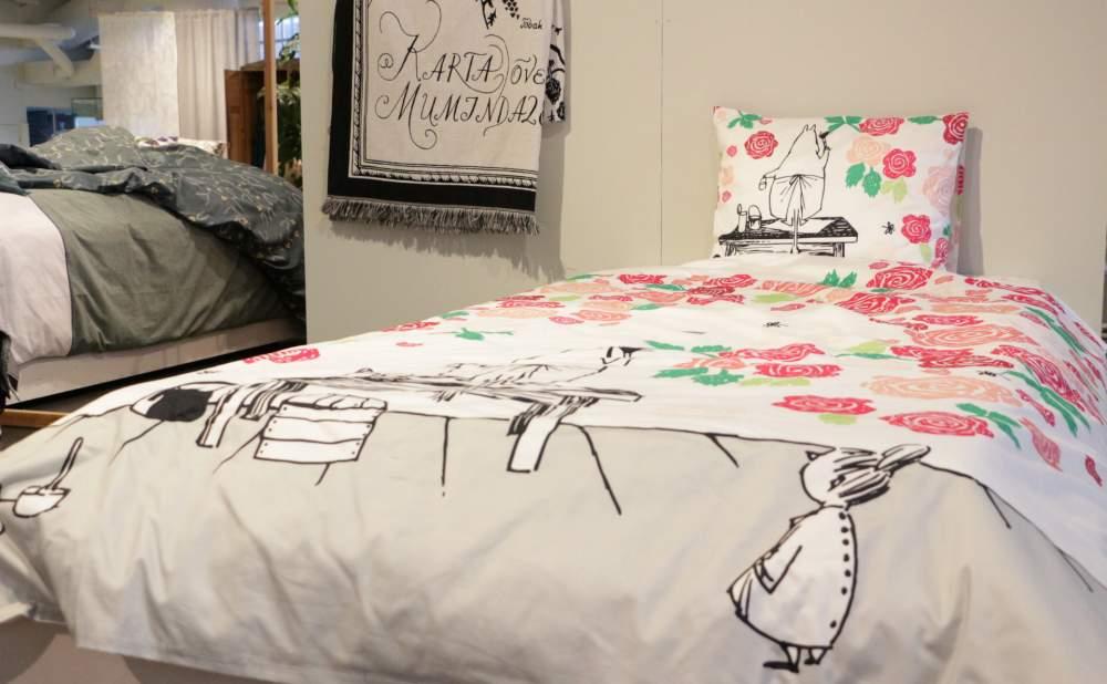 フィンレイソン掛け布団枕カバーセットムーミンママとローズガーデン2017の横から見る全体画像