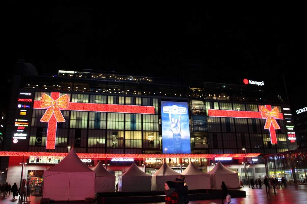 カンッピショッピングセンター正面:クリスマスシーズンの夜