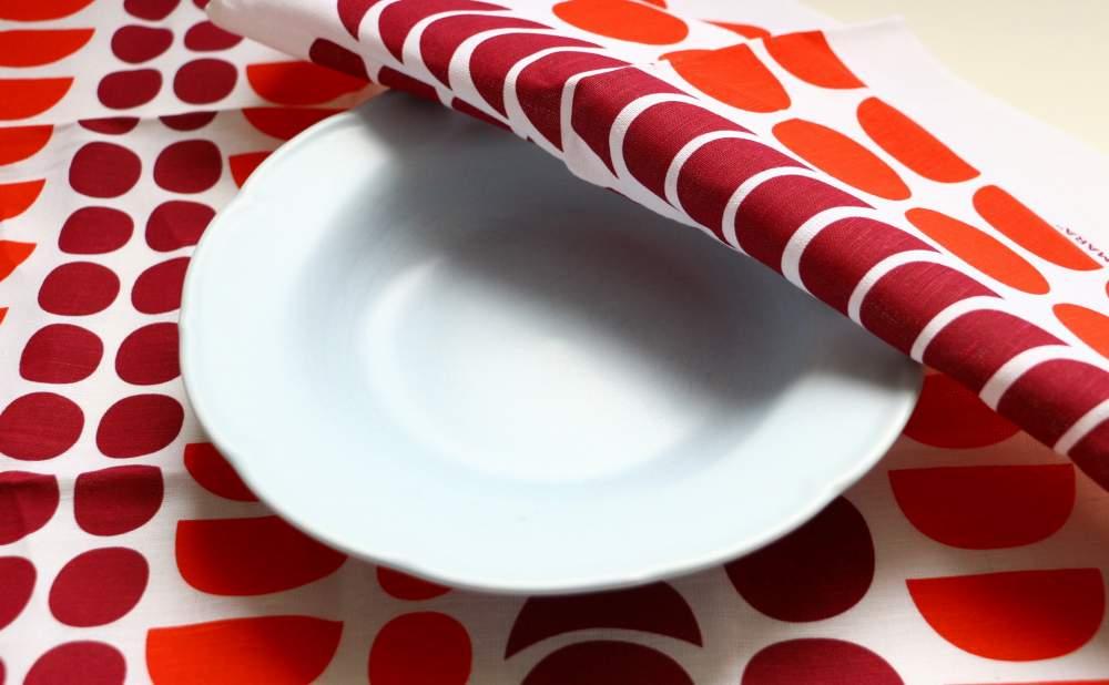キッチンタオルDekorando Kimara レッドとお皿
