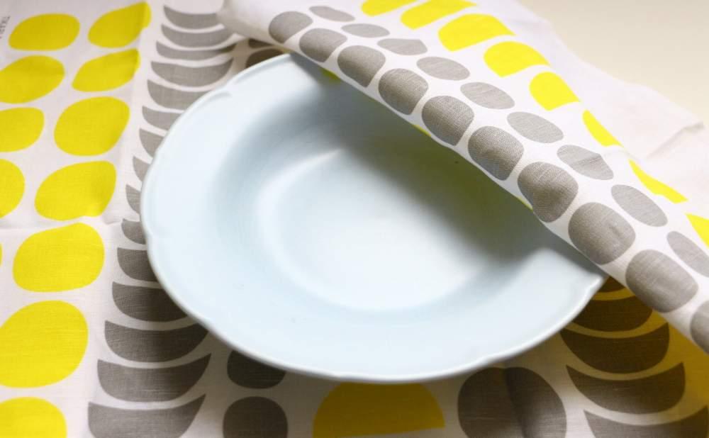 キッチンタオルDekorando Kimaraイェローグレーをお皿