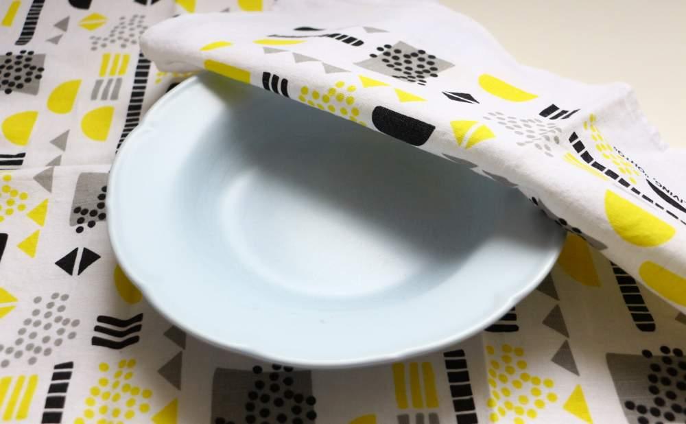 キッチンタオルDekorando Ohtoイェローグレーとお皿