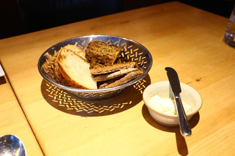 ヘルシンキレストランRavintola Kuuのついてくるパン