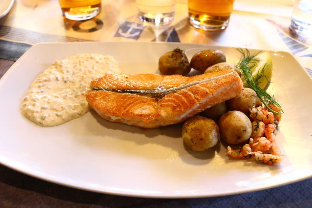ヘルシンキのレストランSalveのサーモンステーキ