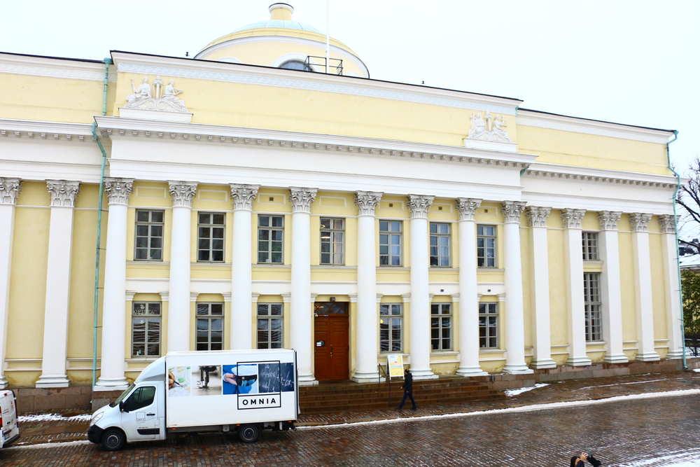フィンランド国立図書館正面の写真