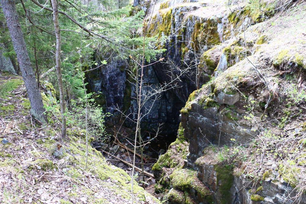 上から見るヘルシンキMustavuori洞窟